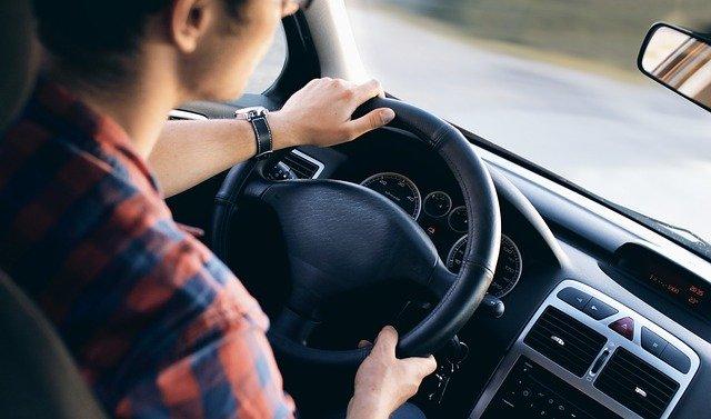 Mit unseren Tipps und Tricks kannst du deinen Versicherungsbeitrag reduzieren und von Prämien und Rabatten profitieren.
